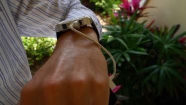 スマートフォンの充電が足りない! そんな時に便利な腕時計