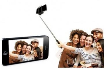海外で大流行中!自撮りをより美しくとるためのGoPro, スマートフォン用セルフィー棒を要チェック!